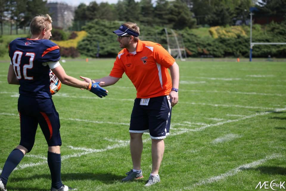 Zach Harrod podává ruku Alexeji Uljaninovi.Foto: Josef Vojtíšek