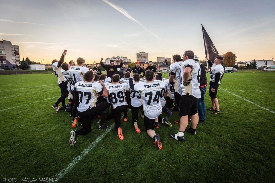 O jediný bod proklouzli pardubičtí Stallions výhrou nad Steelers do finále ČJLAF a radují se z postupu. Foto: Vaclav Masenda