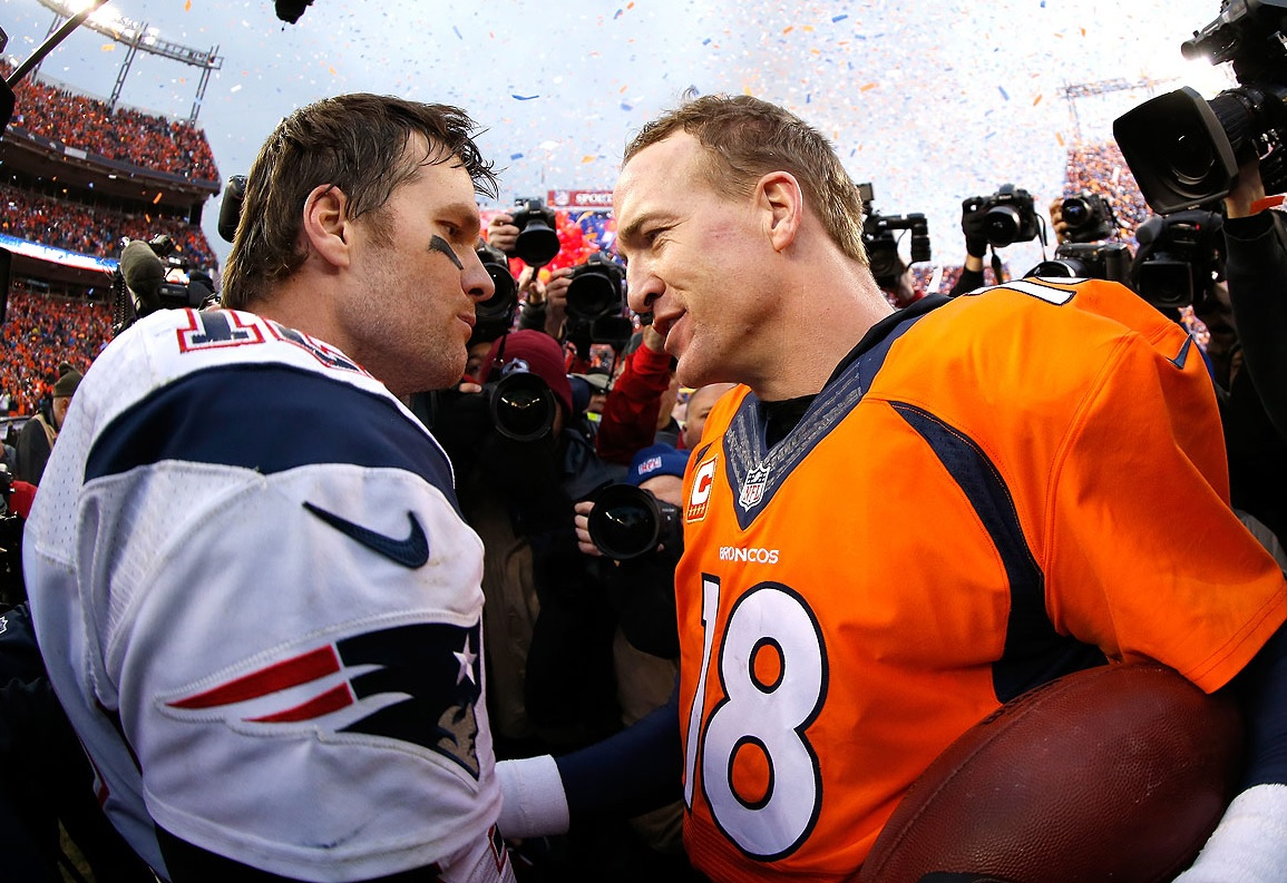 Dvě legendy na hřišti: Tom Brady a Peyton Manning, photo Christian Petersen