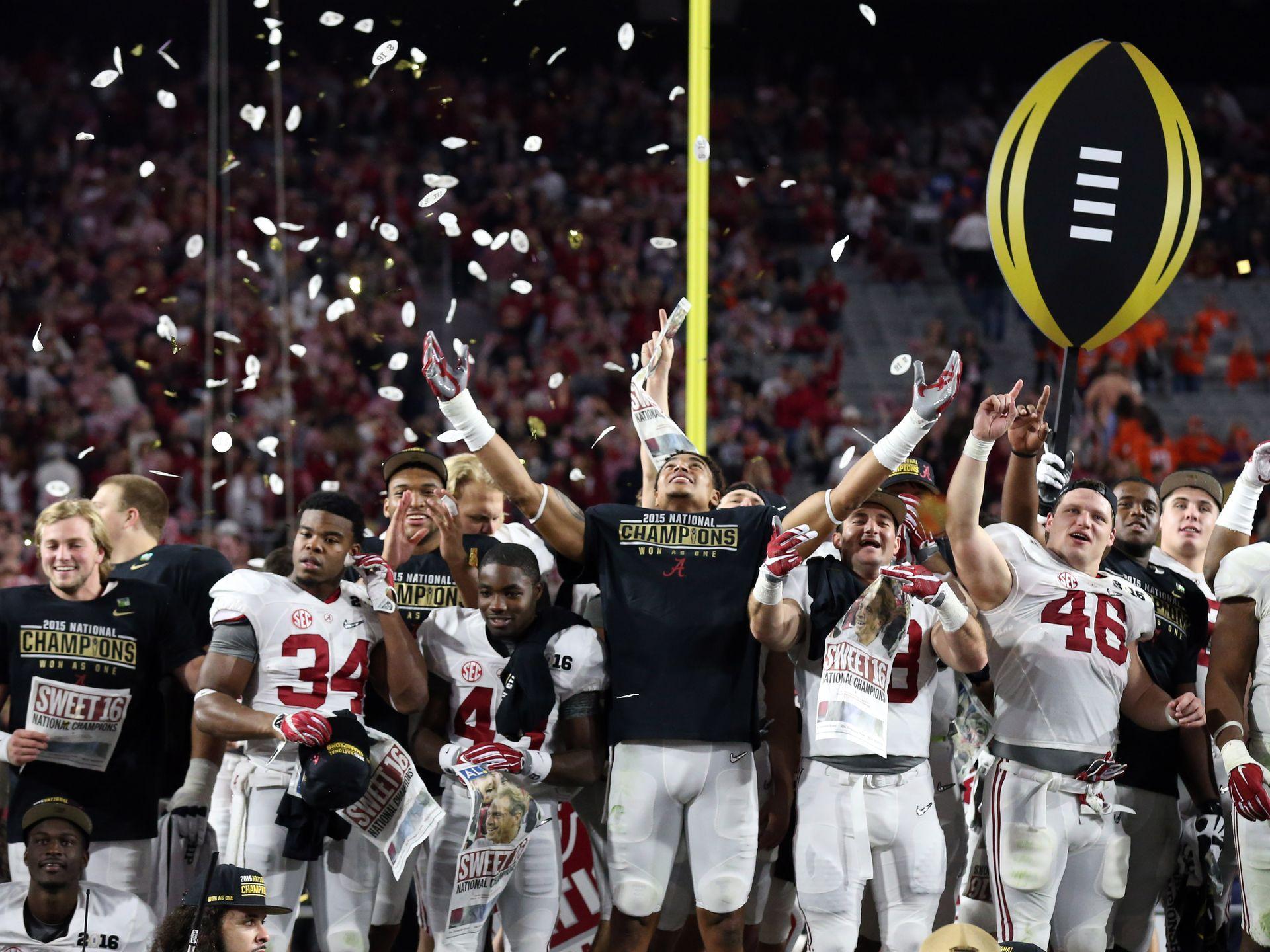 Sláva vítězům, čest poraženým. Titul Národního šampióna si užívají hráči Alabamy. Foto: Matthew Emmons, USA TODAY Sports